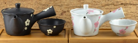 9931386-japanese-teapot-with-cup3-