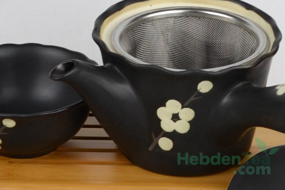 9931386-japanese-teapot-with-cup5-